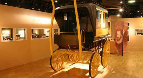 """Créé en 1945 sous le nom de """"Musée Postal de France"""", celui qui devient dans les années 70 le """"Musée de la Poste"""" conserve dans ses murs des collections exceptionnelles."""